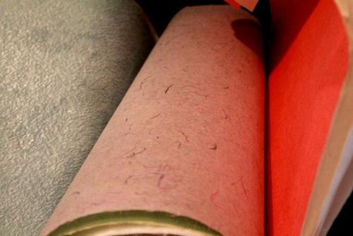 細川紙は、埼玉県小川町と東秩父村で伝承される、伝統的な手漉き和紙です。その製作技術は、昨年ユネスコの無形文化遺産に登録されました。