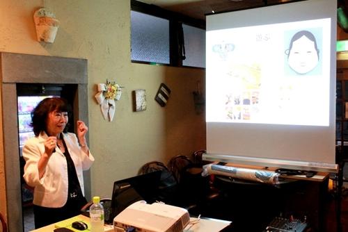 洋紙が普及する以前、和紙は日本人の暮らしや装い、遊びや商い、芸術や学問など、いたるところで活用されてきました。
